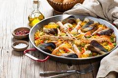 西班牙海鲜肉菜饭 免版税库存图片