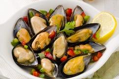 西班牙烹调。在调味汁的淡菜。Mejillones la Marinera。 免版税库存图片