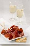 西班牙烹调。塞拉诺火腿。Jamon塞拉诺。 免版税库存图片