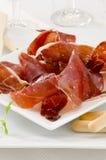 西班牙烹调。塞拉诺火腿。Jamon塞拉诺。 库存照片