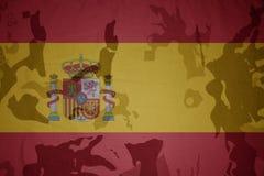 西班牙的旗子卡其色的纹理的 装甲攻击机体关闭概念标志绿色m4a1军用步枪s射击了数据条工作室作战u 库存图片