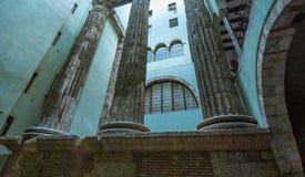 从西班牙的明信片 奥古斯都,巴塞罗那罗马寺庙的专栏哥特式处所的 免版税库存照片