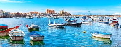 西班牙的沿海城市 卡斯特罗Urdiales 坎塔布里亚 图库摄影