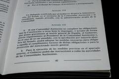 西班牙的第155由政府适用于加泰罗尼亚的generalitat的总统 对正式书的书面照片 免版税库存图片