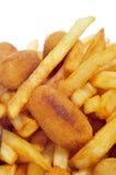 西班牙组合盛肉盘用炸丸子、calamares和法国frie 库存图片