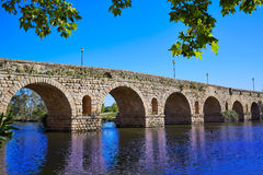 西班牙罗马桥梁的梅里达在瓜迪亚纳 免版税库存照片