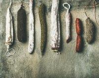 西班牙语或意大利语品种治疗了肉香肠 免版税库存图片