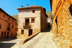 西班牙镇晴朗的街道  免版税图库摄影
