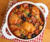 西班牙鸡肉沙锅菜炖煮的食物 库存图片