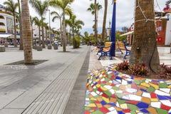 西班牙,加那利群岛,特内里费岛,美洲日报- 2018年5月17日:在Playa de las美洲的街道在特内里费岛,加那利群岛在Spai 免版税图库摄影