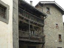 西班牙 Rupit是很远从长途路和游人路线 库存照片