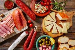 从西班牙jamon lomo乳酪的塔帕纤维布香肠 免版税图库摄影