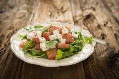 西瓜、希脂乳和芝麻菜沙拉 库存图片