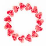 西瓜切开了成心脏形状 在白色背景的平的位置构成 概念亲吻妇女的爱人 华伦泰` s天框架背景 免版税库存照片