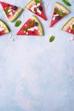 西瓜切片用希脂乳和薄菏-夏天开胃菜 顶视图 免版税图库摄影