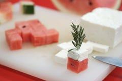 西瓜和希腊白软干酪立方体 库存图片