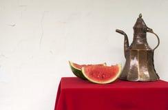 西瓜和铜投手 免版税库存照片