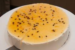 西番果乳酪蛋糕 免版税库存照片