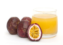 西番莲果和汁液 库存照片
