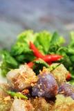 西米猪肉球泰国传统点心和开胃菜烹调服务与冷颤和莴苣 图库摄影