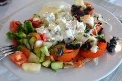 西红柿原料用乳酪和蓬蒿 健康面筋释放食物 免版税图库摄影