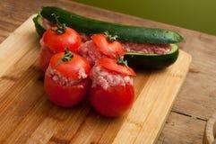 西红柿原料茄子和胡椒 免版税图库摄影