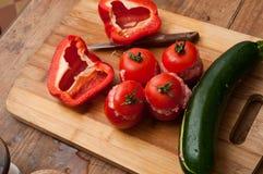 西红柿原料茄子和胡椒 图库摄影