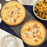 西红柿和葱乳蛋饼 免版税库存照片