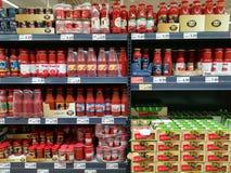 西红柿酱在超级市场 库存照片