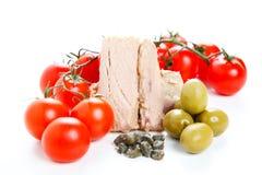 西红柿酱成份、橄榄和金枪鱼 免版税库存图片