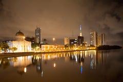 累西腓的河边在夜之前 免版税图库摄影