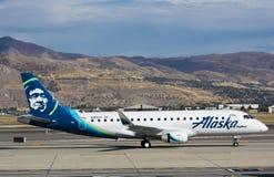 巴西航空工业公司175家阿拉斯加航空公司 库存照片