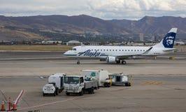 巴西航空工业公司175家阿拉斯加航空公司 免版税库存照片