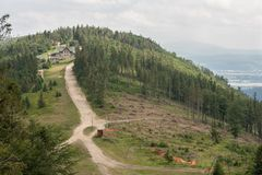 西莱亚西Beskids -从Klimczok峰顶的看法到Magura峰顶 库存照片