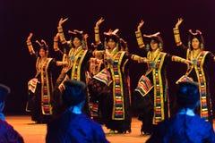 """西藏女孩这舞蹈戏曲""""Cangyangjiacuo ` 免版税库存图片"""