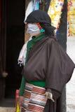 西藏妇女穿戴了与传统衣裳在Lhas,西藏。 库存照片