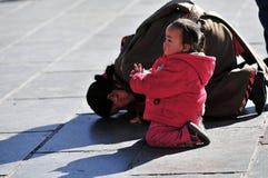 西藏母亲和女儿 免版税库存图片
