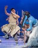 """从西藏这舞蹈戏曲的顽皮男童""""Cangyangjiacuo ` 库存照片"""