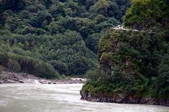 西藏通麦崩溃路  免版税库存照片