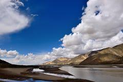 西藏雅鲁藏布江 免版税库存照片