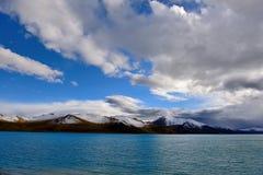 西藏雪山湖 免版税图库摄影