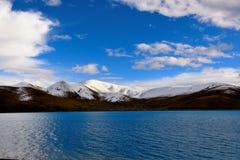 西藏雪山湖 库存图片