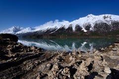 西藏雪山的Ranwu湖 免版税图库摄影
