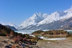 西藏雪山的Ranwu湖 免版税库存照片