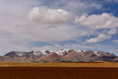 西藏雪山神圣的湖云彩 免版税库存图片