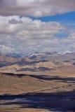 西藏雪山神圣的湖云彩 免版税图库摄影