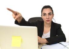 西装的可爱的妇女指向与手指的,好象解雇雇员 库存照片