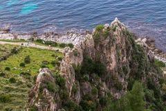 西西里人的山和海岸线 免版税库存照片