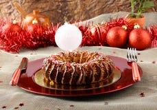 西西里人的甜点用干无花果和酥皮点心在圣诞节桌上 免版税库存照片