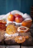 西西里人的血淋淋的红色桔子糖煮的切片 免版税库存照片